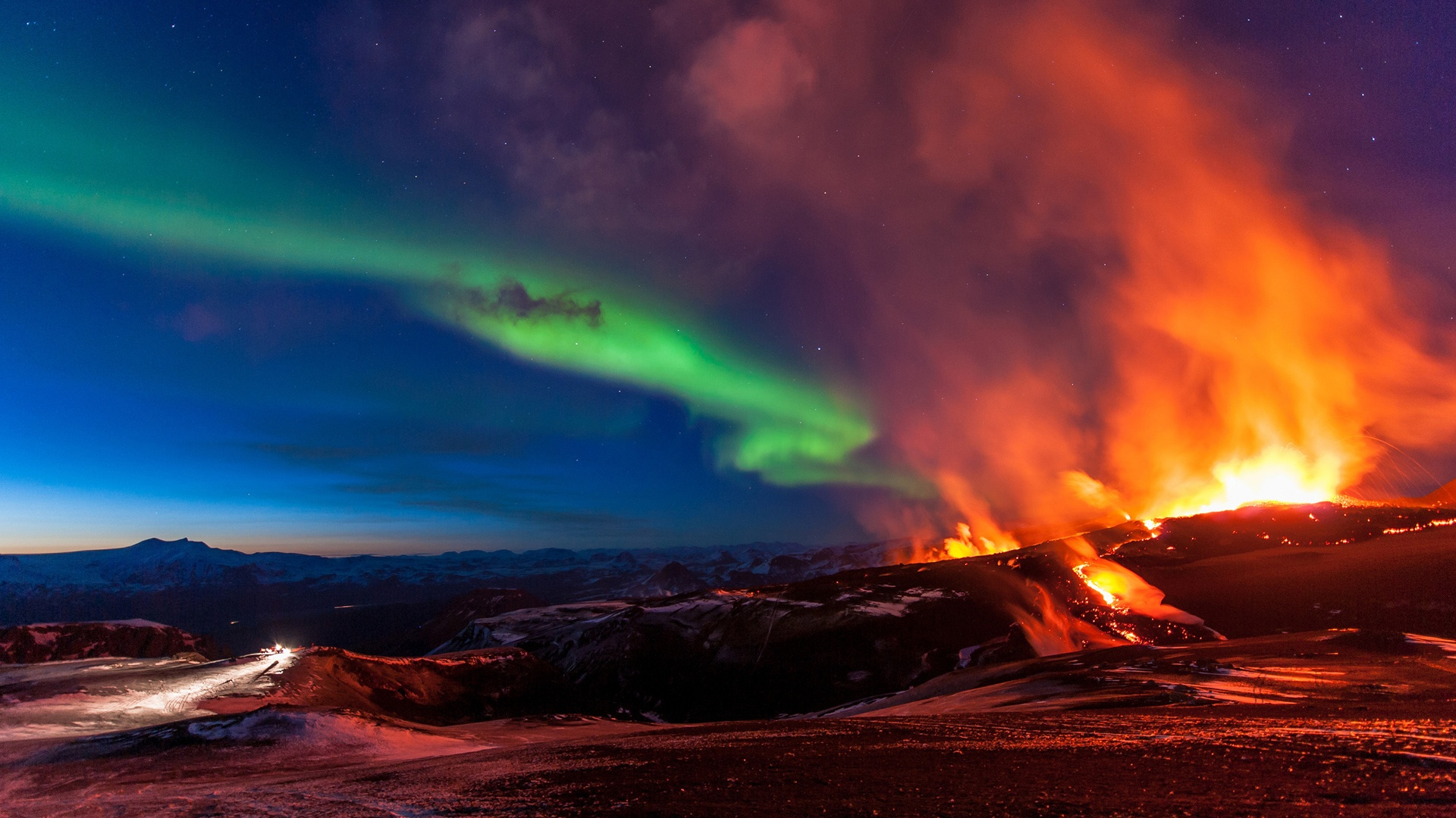 Fimmvorduhals-Iceland-mountains-volcanic-eruption-northern-lights_1920x1080.jpg