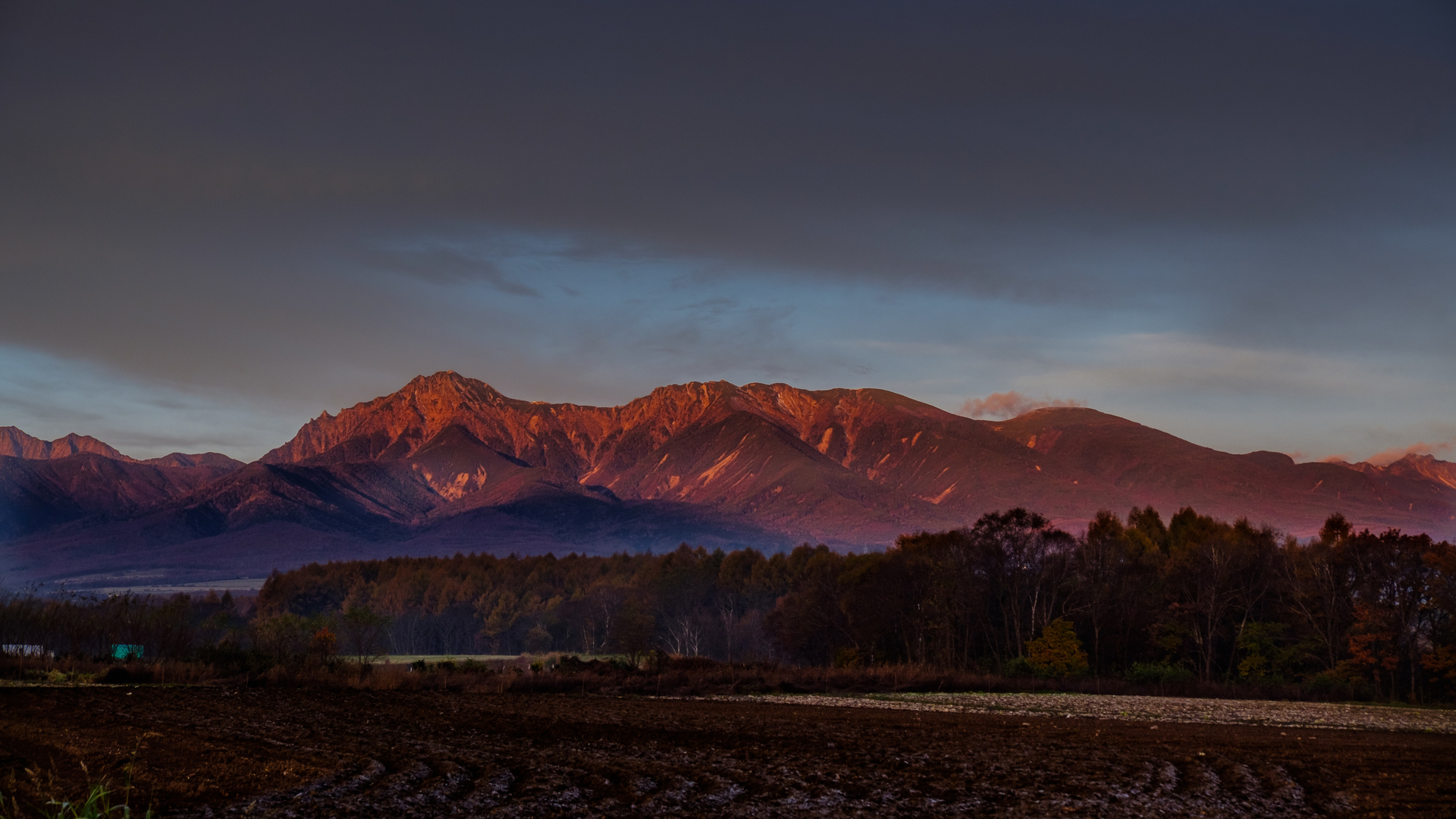 nagano-Mt.Yatsugatake_dyed_in_the_morning_glow-m.jpg
