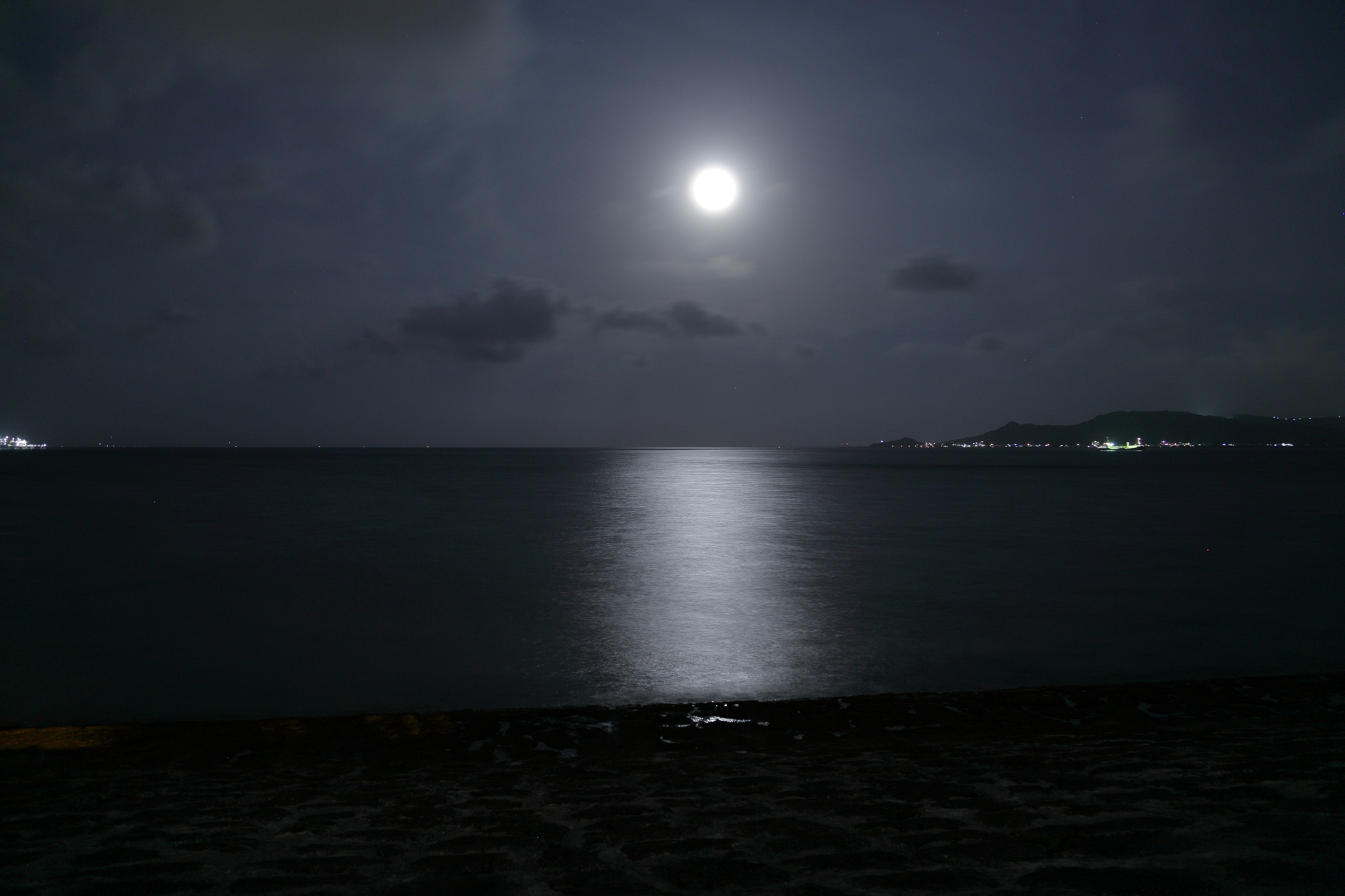 okinawa-Silvery_Full_Moon_of_Ryukyu-m.jpg