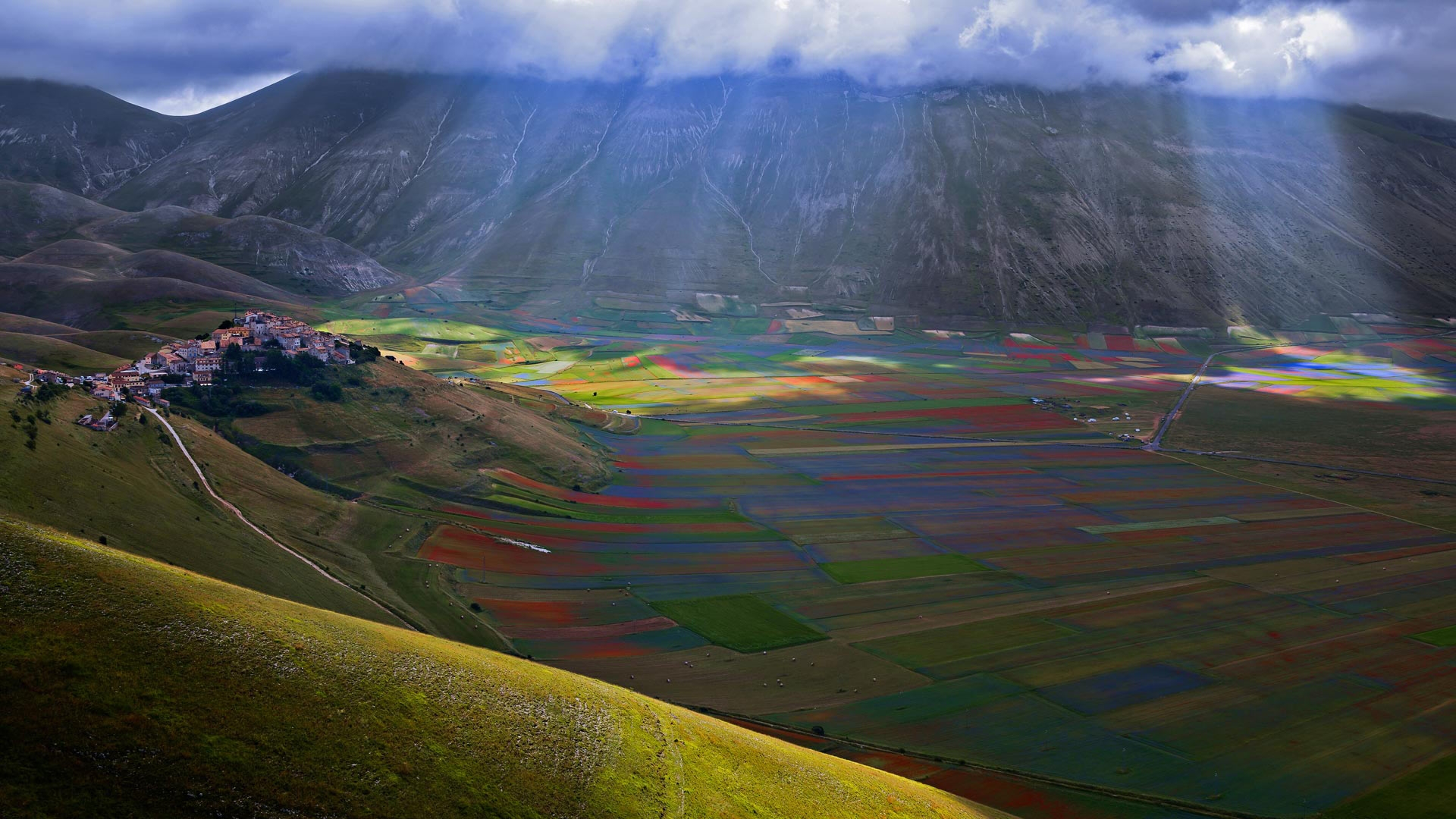 The-village-of-Castelluccio-above-the-Piano-Grande-Umbria-Italy-20180402.jpg